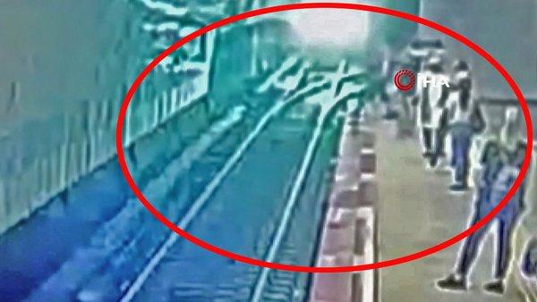 Son dakika haberi: İstanbul'da metroda ölüm dehşeti! Raylara atlayarak trenin önüne yattı böyle yattı | Video