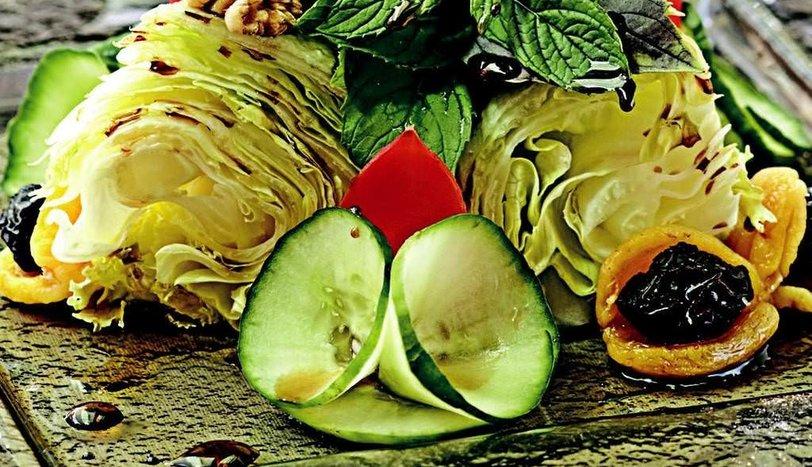 Nar Ekşili Sultaniye Salatası