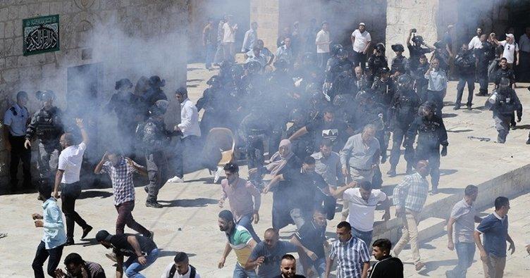 İşgalci İsrail askerleri Mescid-i Aksa'da ateş açarak 1 Filistinliyi şehit etti, birisini de ağır yaraladı