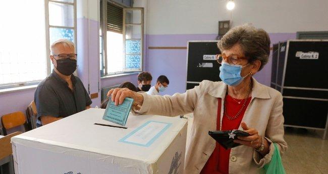 İtalya'da anayasa referandumu için yapılacak oylama 2 gün sürecek