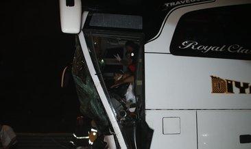 Yolcu otobüsü TIR'a çarptı
