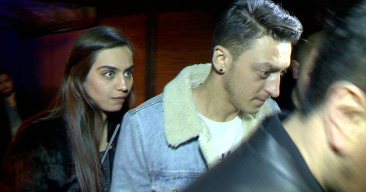 Dünya Mesut Özil ile Amine Gülşe'yi konuşuyor