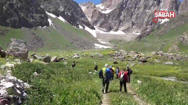 4 mevsimin yaşandığı Cennet ve Cehennem vadilerine yoğun ilgi | Video