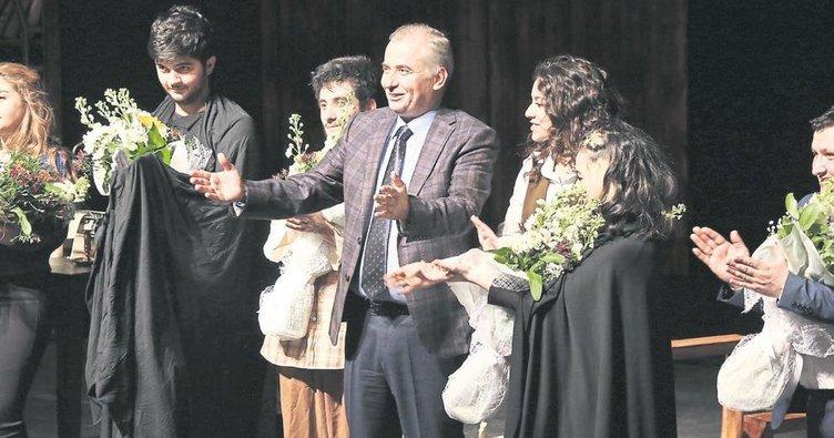 Denizli Büyükşehir Tiyatrosu'na 3 ödül