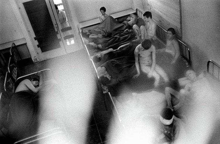 Akıl hastanelerini fotoğrafladı!