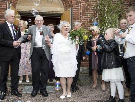 94 Yaşındaki damat ve 88 yaşındaki gelin İsveç'in gündemi oldu