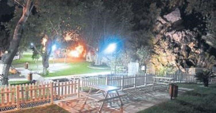 Konyaaltı'daki parklar ışıl ışıl