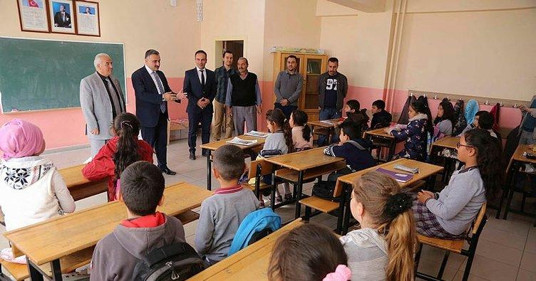 Başkan Cabbar Erciyes Ortaokulunu ziyaret etti