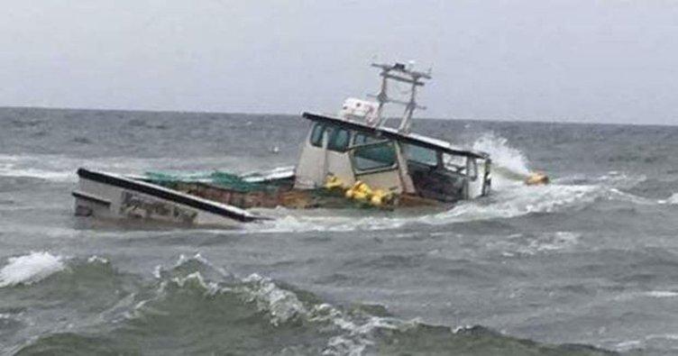 Malezya'da balıkçı teknesi battı: 4 ölü