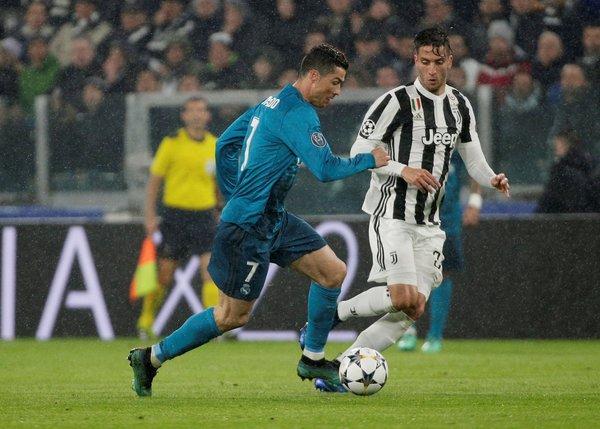 Cüneyt Çakır UEFA Şampiyonlar Ligi Juventus - Real Madrid maçına damga vurdu