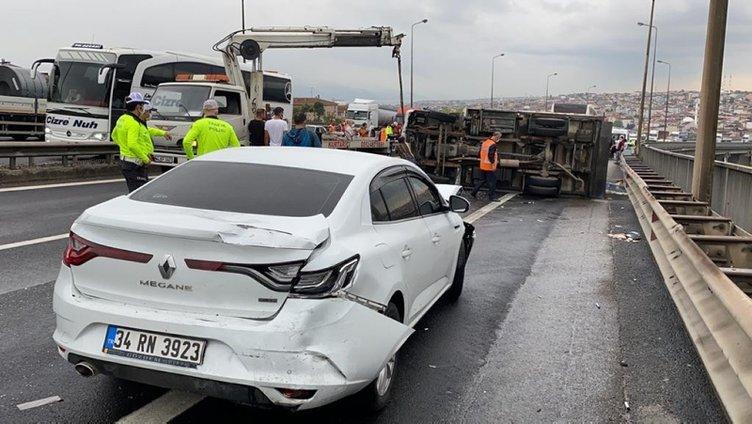 SON DAKİKA: İstanbul yolu ulaşıma kapandı! Kilometrelerce kuyruk oluştu!