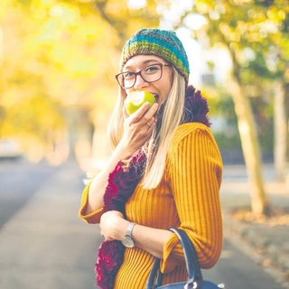 Kolesterolünüzü elma yiyerek düşürün