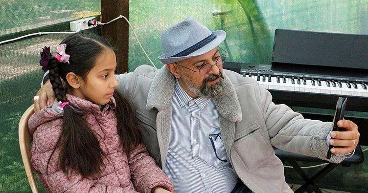 İranlı çift, piyano hocasına bıraktığı kızlarına kavuştu