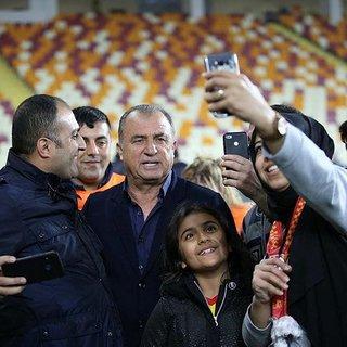'Kupalara layıksın sen şanlı Galatasaray'