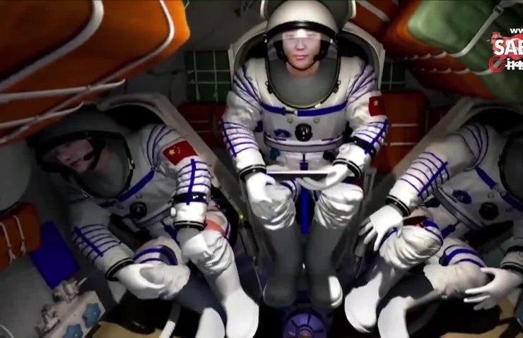 Çin'in uzay aracı Shenzhou-12 istasyona kenetlendi | Video