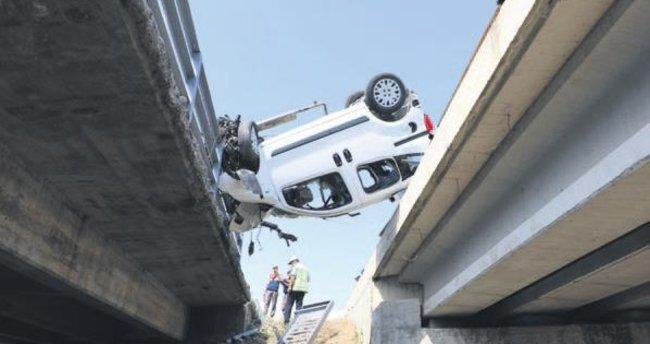 İki köprü arasında asılı kaldı: 6 yaralı