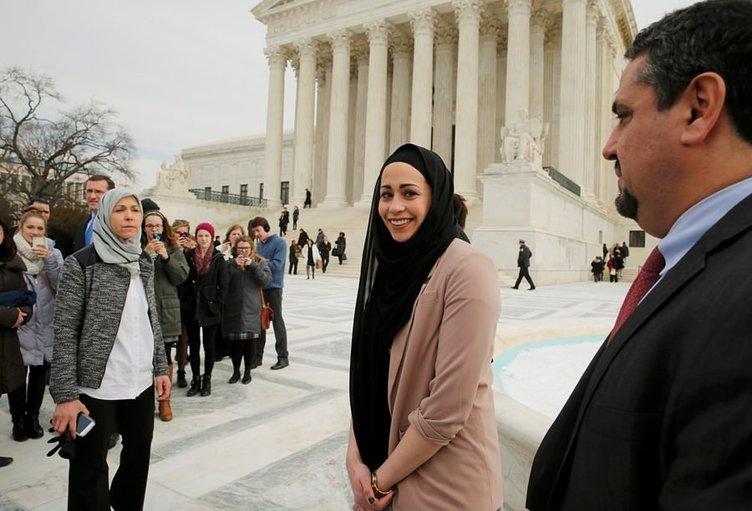 Müslüman kız ABD giyim devine başörtüsü savaşı açtı