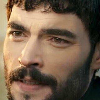 Hercai dizisinin başrol oyuncusu Akın Akınözü'nün sevgilisiyle fotoğrafları çıktı