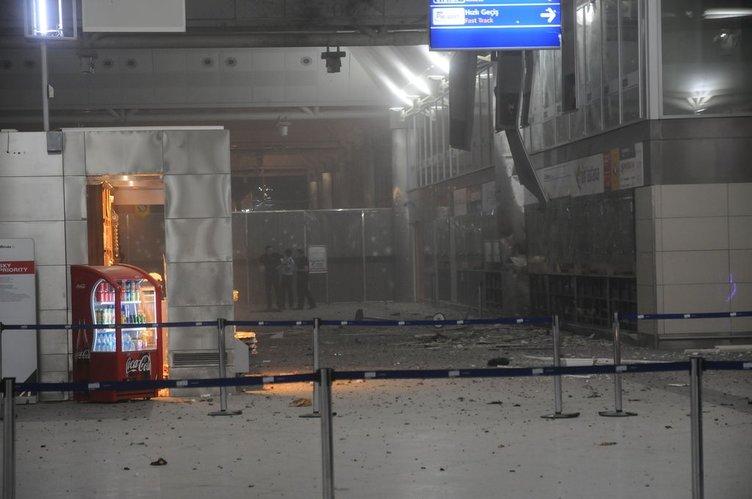 Atatürk Havalimanı'nda patlama-olay yerinden ilk kareler