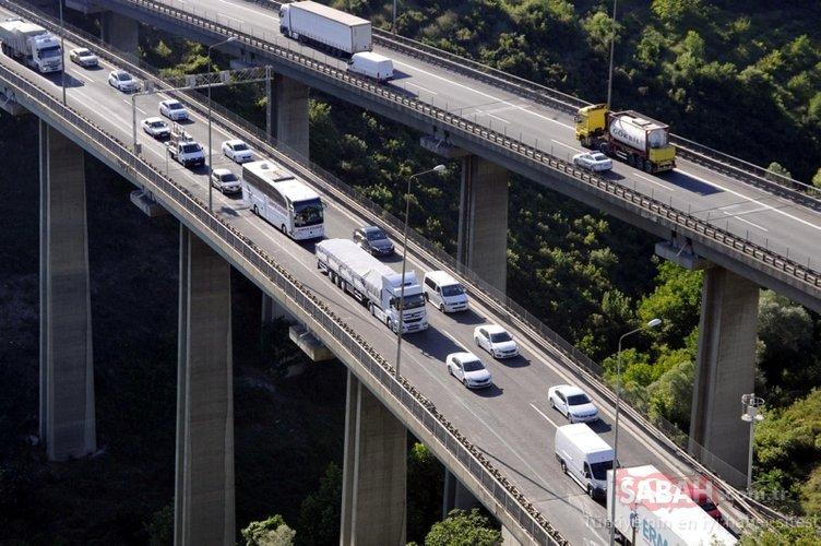 Otoyoldaki trafik yoğunluğu havadan böyle görüntülendi