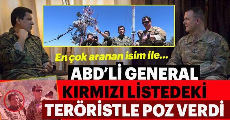 ABD'li General, Kırmızı Listede aranan YPG'li terörist ile poz verdi!