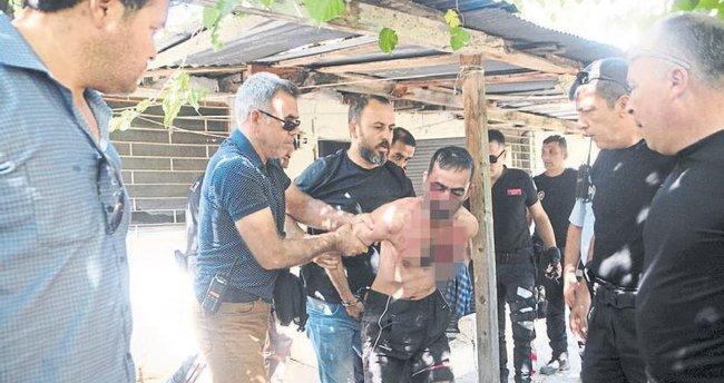 Firari hükümlü polisi bıçakladı