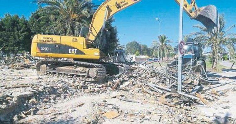 Silifke'de metruk binaların yıkımı sürüyor