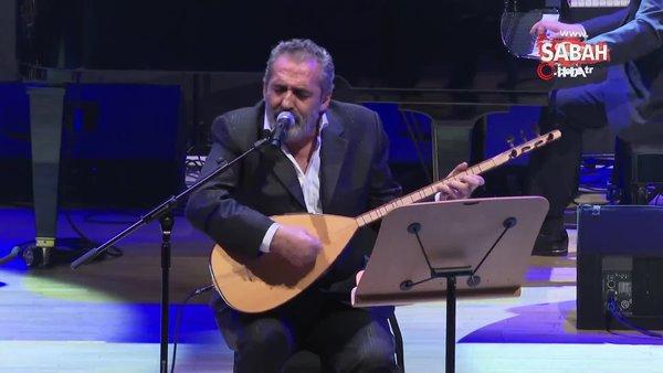 'Bin yılın Ozanları Konseri'nde sahne alan Yavuz Bingöl gözyaşlarına hakim olamadı!