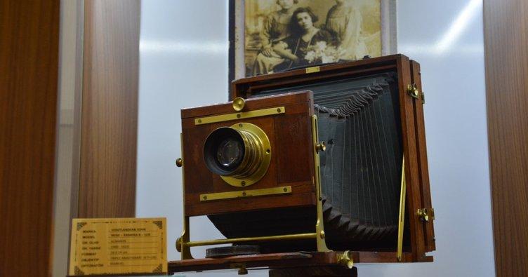 Müzedeki 120 yıllık ahşap fotoğraf makinesi ilgi çekiyor