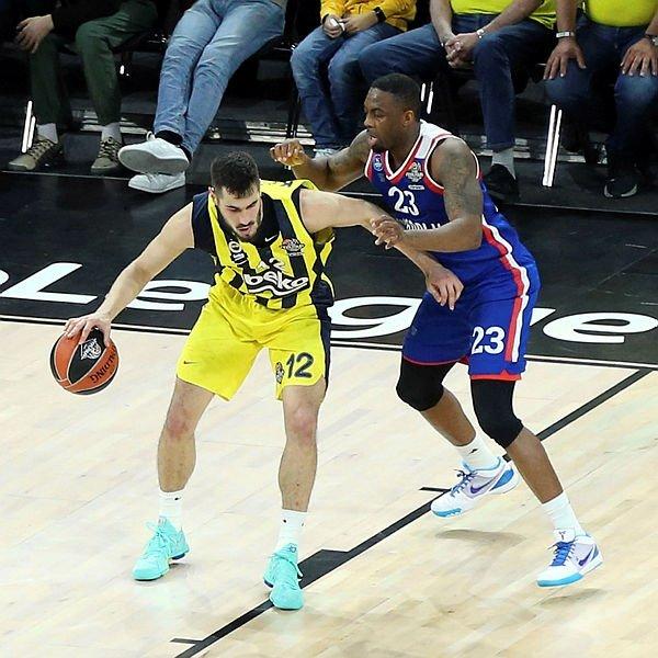 Anadolu Efes'ten tarihi başarı! Fenerbahçe Beko'yu yenip, Final Four'da finale kaldılar