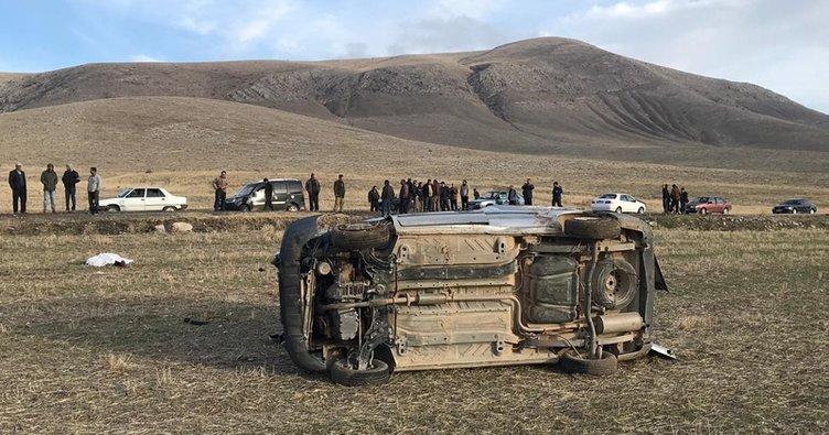 Tarlaya yuvarlanan otomobilde öldüler