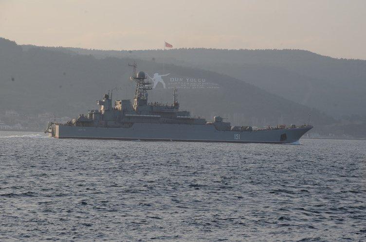 Rus askeri gemileri İstanbul Boğazı'ndan geçti