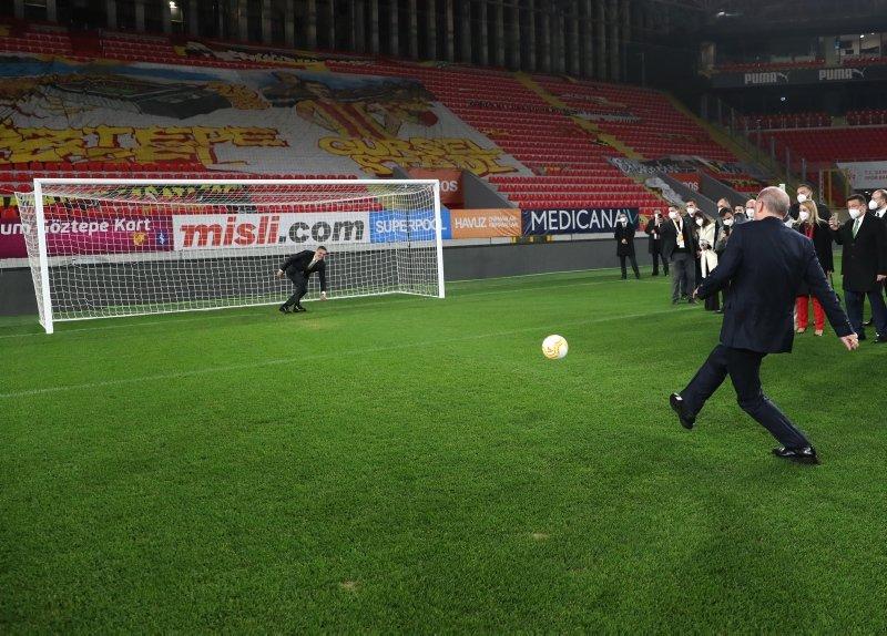 Başkan Erdoğan'dan dikkat çeken paylaşım: Durmak yok, gollere devam -  Galeri - Türkiye