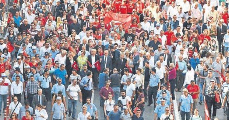9 Eylül coşkusu sokaklara taştı