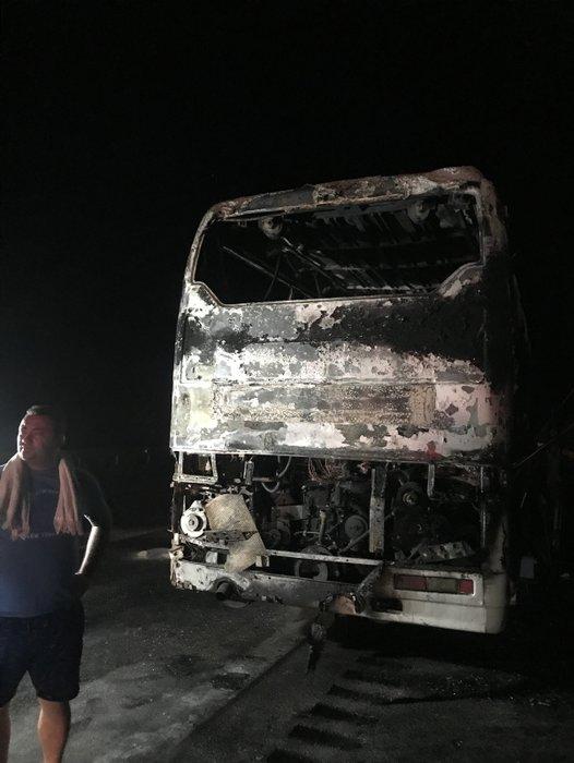 Çeşme'de tur otobüsü yandı