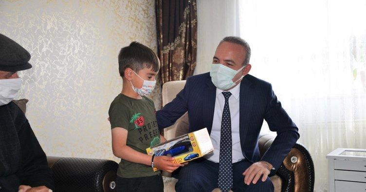 Vali Öner, şehit ailesini ziyaret etti