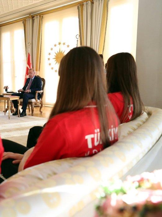Cumhurbaşkanı Erdoğan, Avrupa Şampiyonu olan U19 Kız Voleybol Takımı'nı kabul etti
