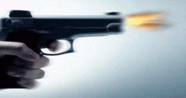 Ayrı yaşadığı eşinin babasını tabancayla yaraladı