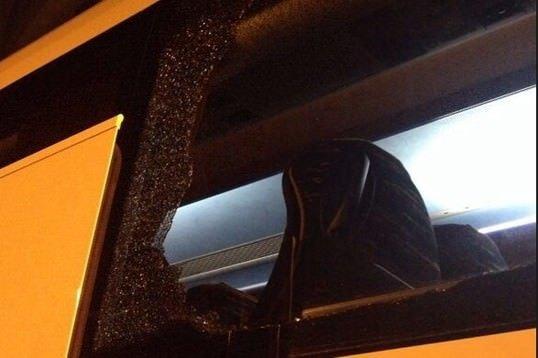 Fenerbahçe otobüsüne taşlı saldırı