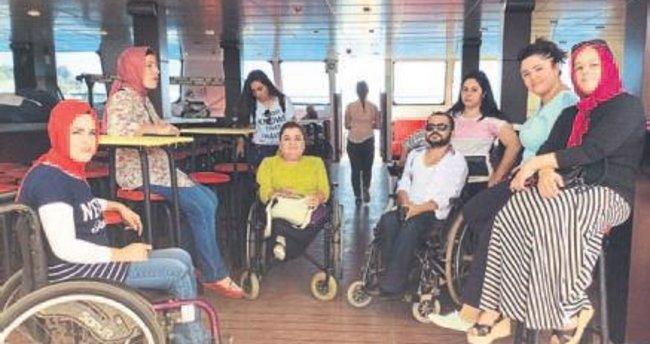 Bedensel engelliler deniz keyfi yaptı