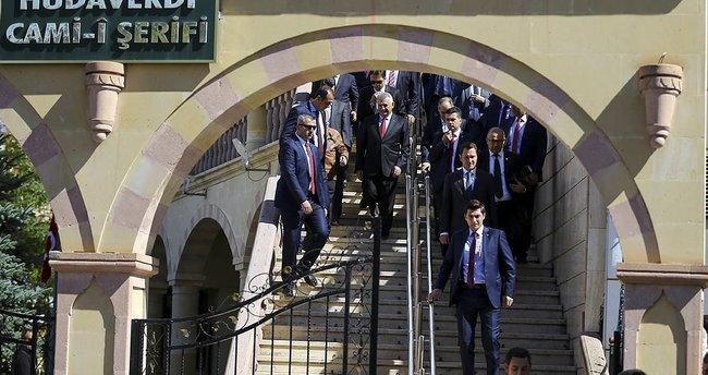Başbakan Yıldırım, cuma namazını Hüdavendigar Camii'nde kıldı
