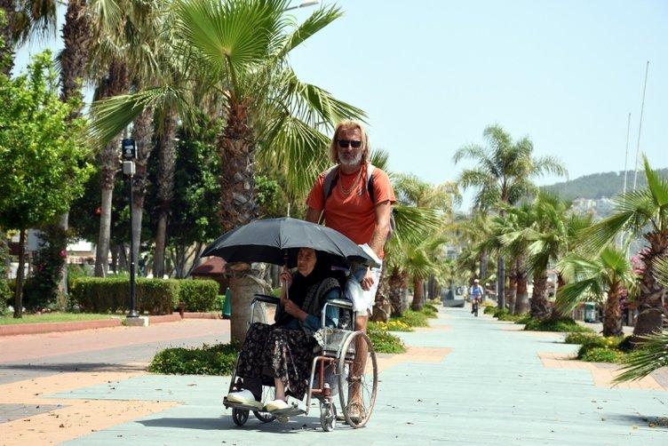 SON DAKİKA... Yasak kalktı ama hava durumu izin vermedi! 65 yaş üzerindekiler sokağa çıktı, Alanya'da sokaklar boş kaldı