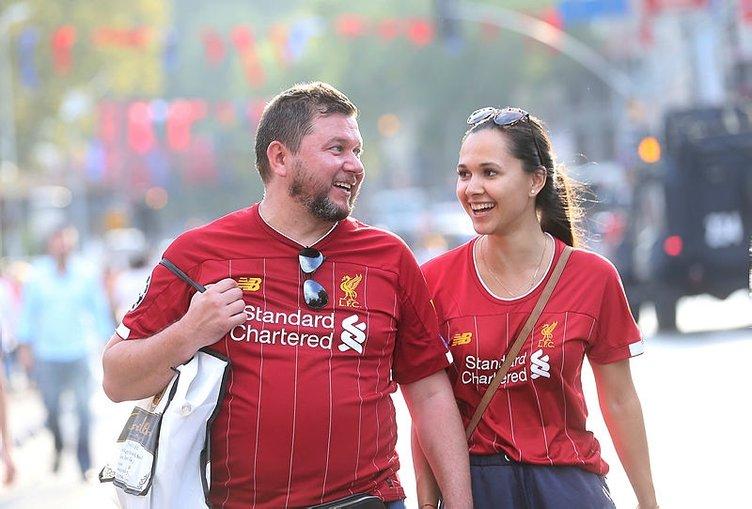 Liverpoollu futbolcular ve Klopp tribünlere hayran kaldılar