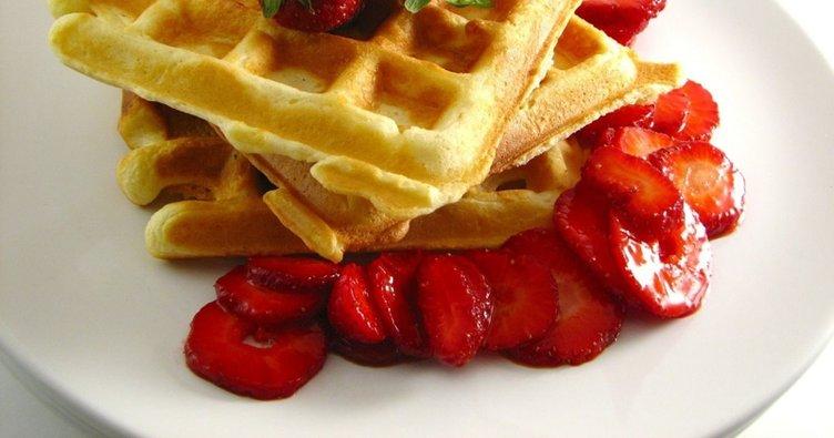 Waffle tarifi: Meyveli ve Nutellalı waffle nasıl yapılır? Tavada ve tost makinasında waffle yapımı