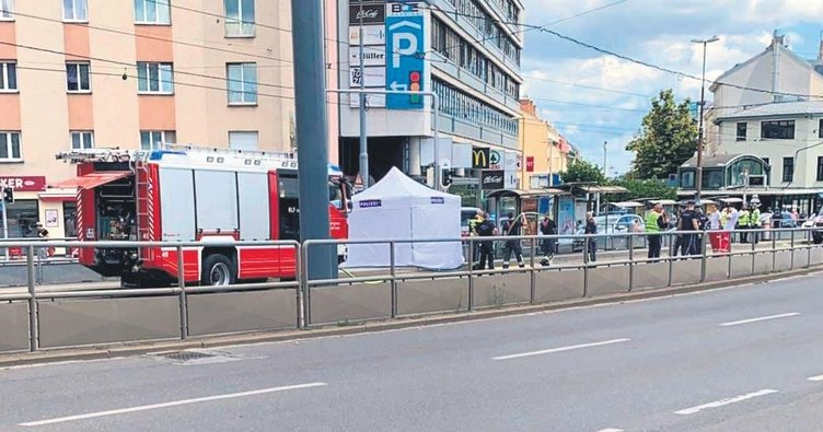 Tramvayın altında kalan Türk hayatını kaybetti