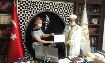 İngiliz genç İslamiyet'i seçtiİngiliz Naycil Müslüman olunca 'Naci' adını aldı