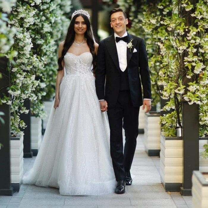 Amine Gülşe, eşi Mesut Özil'in doğum gününü kutladı