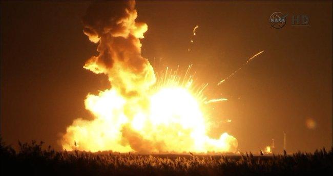 Rusya uzay gemisi havada parçalandı