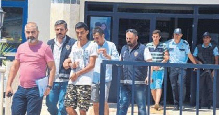 Afişleri yırtan o hainler tutuklandı