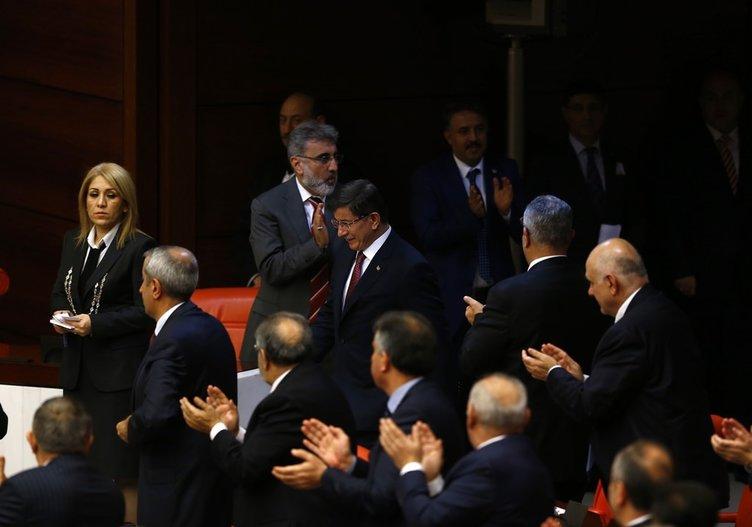 Başbakan kürsüden indi muhalefete gitti